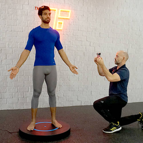 3D Scanning a male Fitness First member